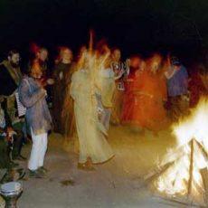 Musik und Tanz am Feuer